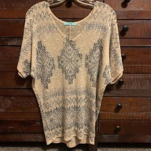 Maurices tan with gray design short sleeve shirt